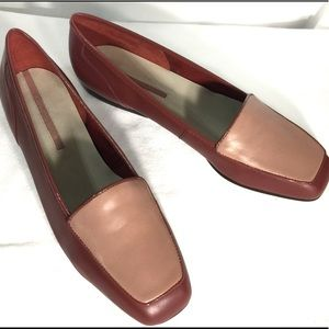 NIB 2 tone Rose leather loafers size 8.5 shoes